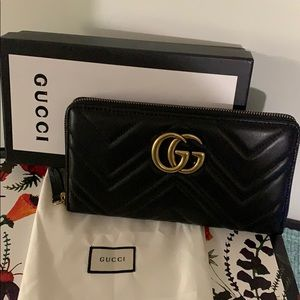 99eb7379f3e55e Gucci Marmont Medium Quilted Zip Wallet